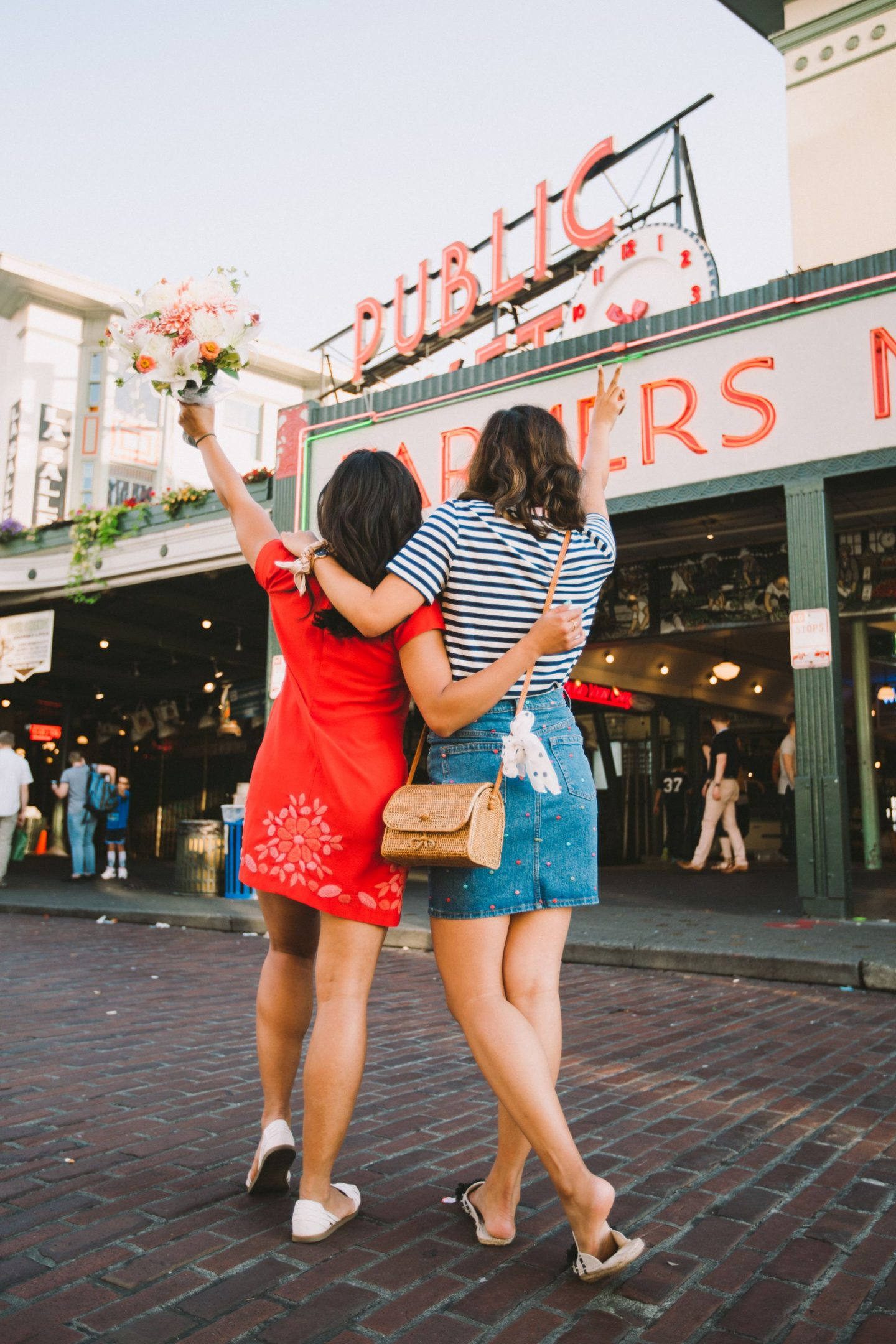 Things to do at Pike Place Market – Things to do in Pike Place Market – Pike Place Market shops – best of pike place market – pike place market secrets – things to do in seattle – pike place market must eat – best of pike place market 2018 – best cheap eats pike place market