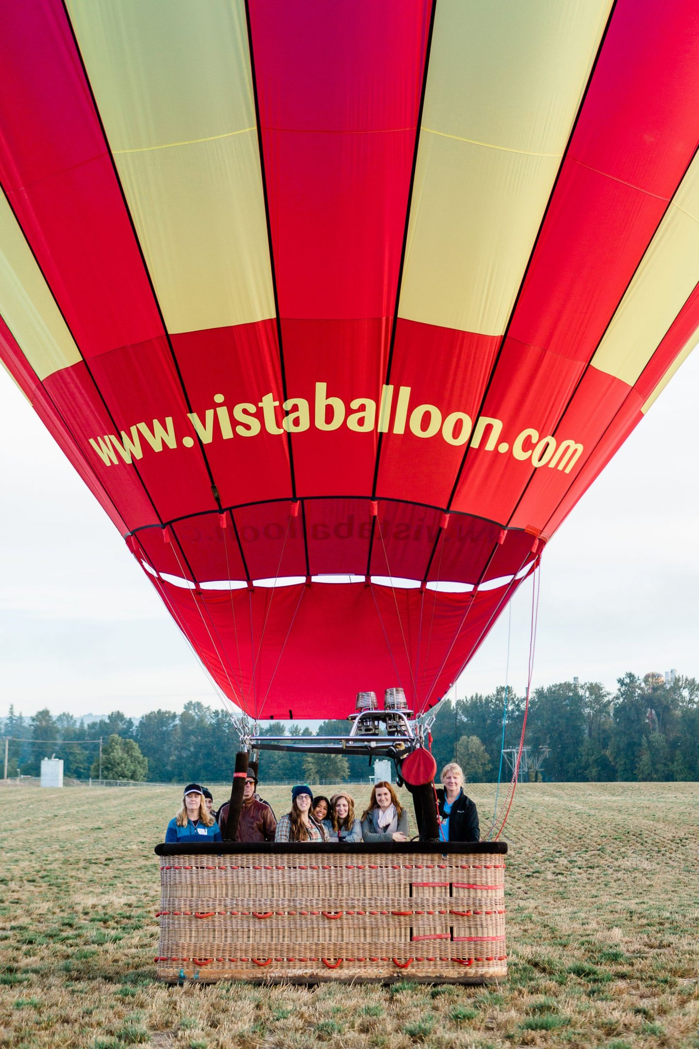 Hot air balloon ride - Hot Air Balloon Ride Surprise - how to dress for a hot air balloon ride – how air balloon tips – how air balloon rides – vista balloons – Newberg Oregon – Willamette Valley – Travel Oregon – Oregon Wine Country