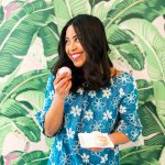 How to pose with food – ways to pose with food on Instagram – cute poses for Instagram – photography posing ideas – Instagram pose ideas – trending poses – how to pose like a fashion blogger