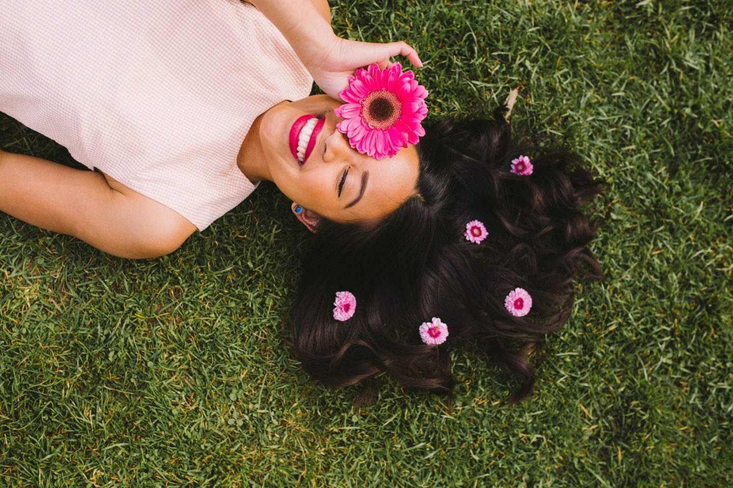 How to Pose with Flowers: 6 Ideas You Can Try