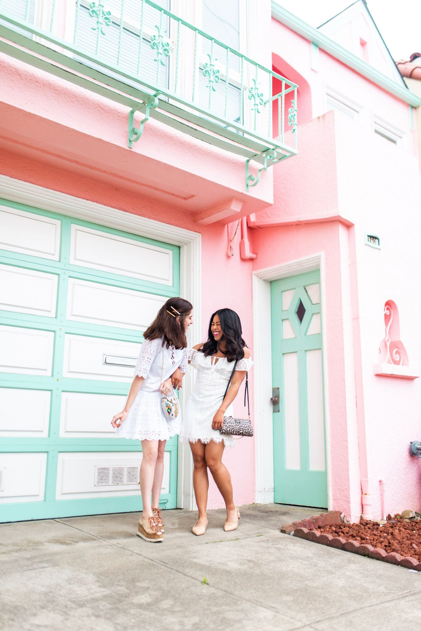 how to pose with friends - san francisco pink house
