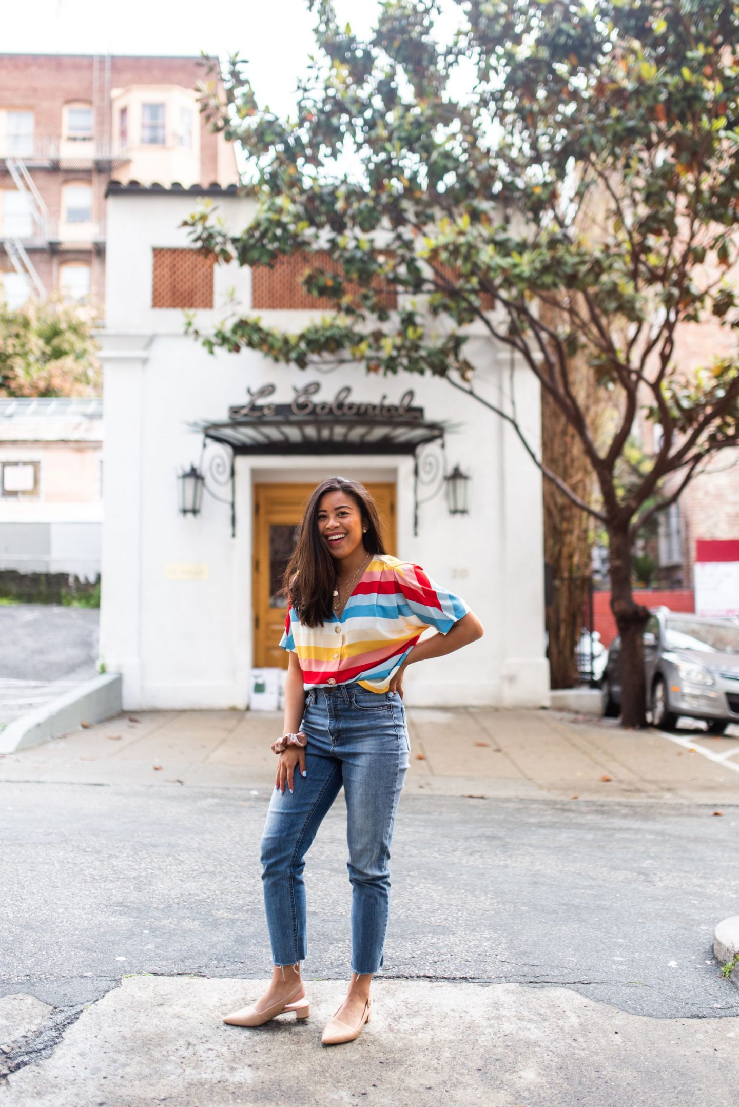 5 Mom Jeans Outfits You Can Wear This Season