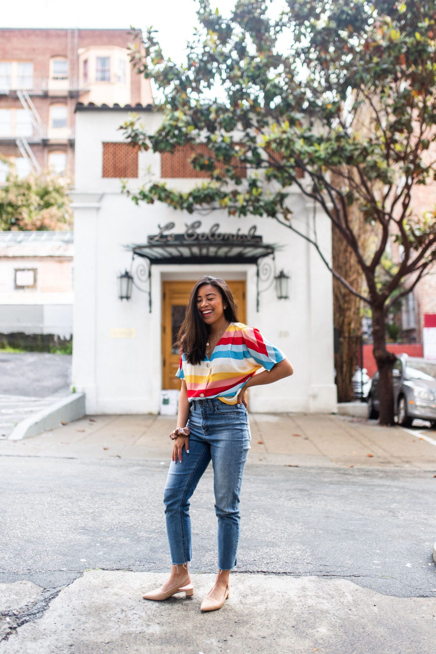mom jeans outfits - spring outfit ideas - how to style mom jeans