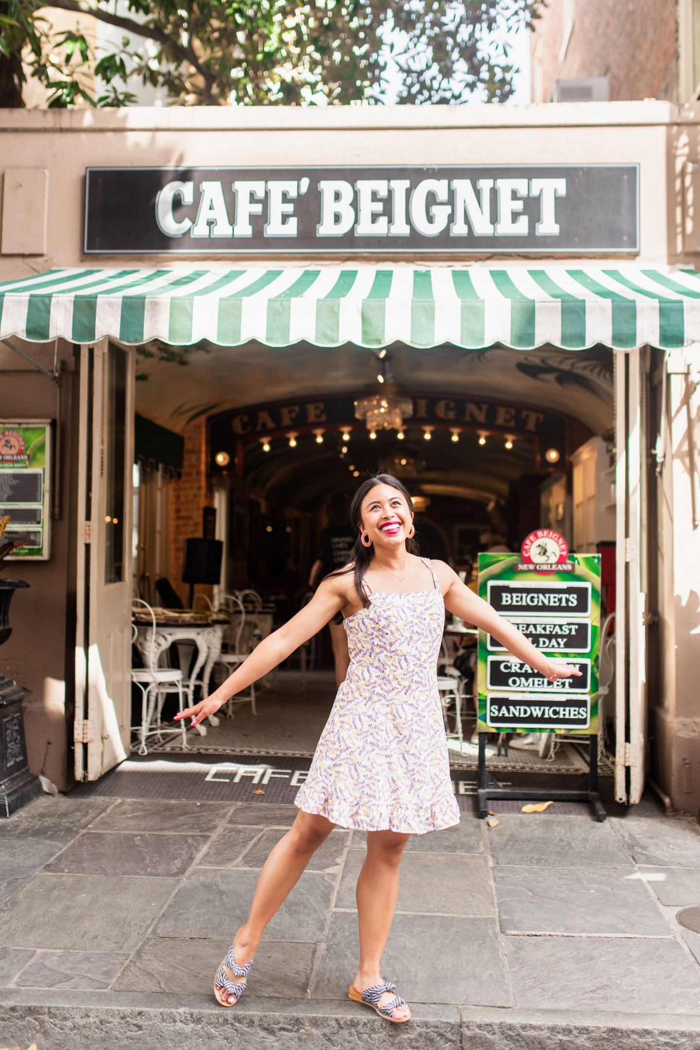 Cafe Beignet - French Quarter - best photo spots in New Orleans – New Orleans street photography – Instagram worthy spots in new Orleans – NOLA Instagram spots