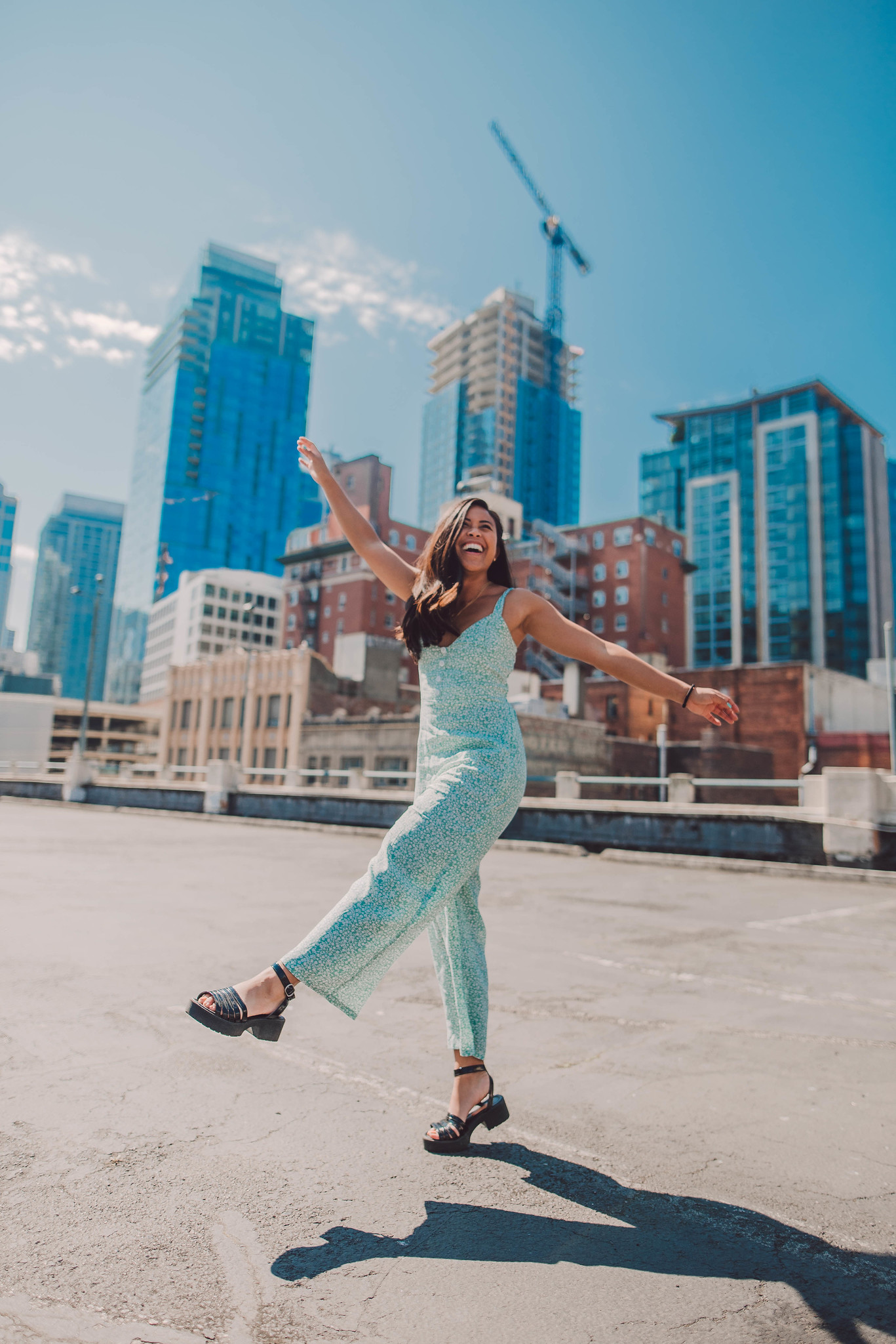 6 Dynamic New Poses You Can Try In Photos