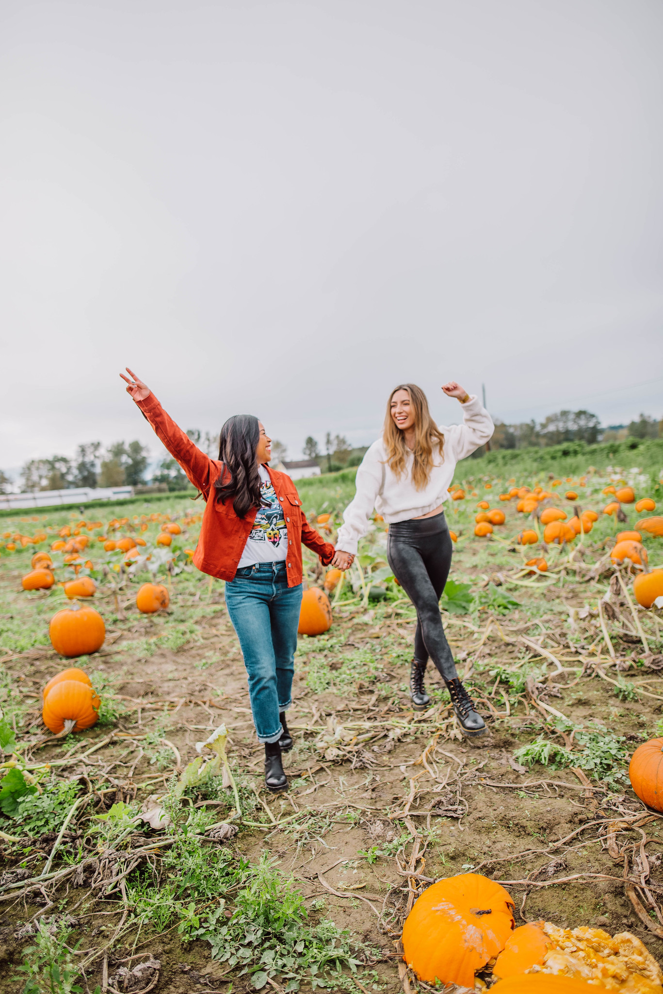 Craven Farms – Pumpkin Patch poses – pumpkin patch outfit ideas – Fall in the Pacific Northwest