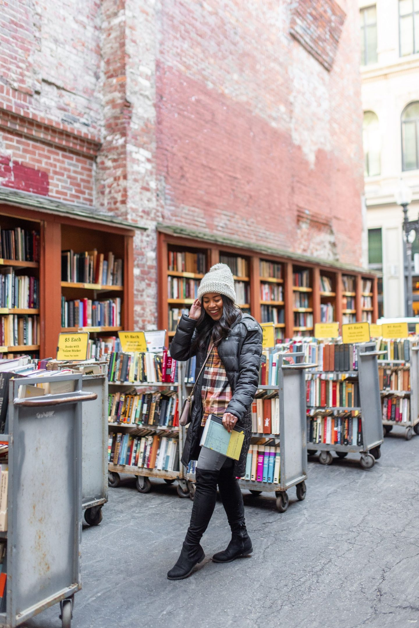 Boston Most Instagrammable Places_Brattle Bookshop_2