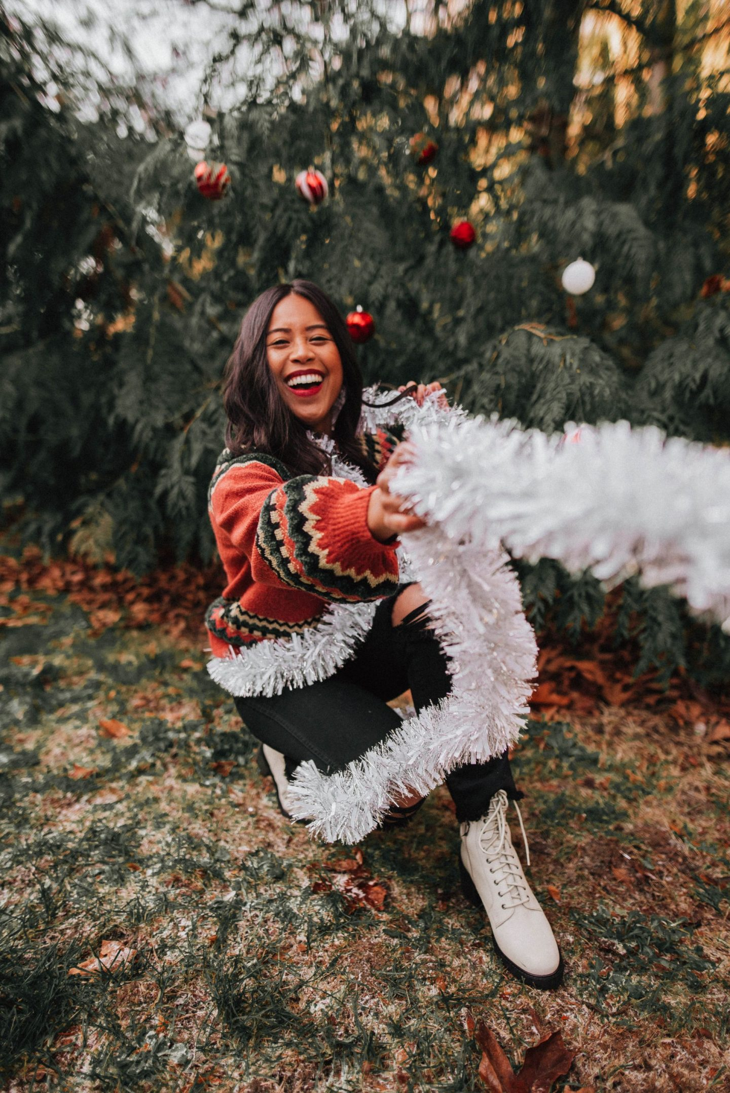 tinsel - winter photo ideas - winter photo ideas Instagram – winter photo shoot – winter photo outfits - winter photo shoot ideas for women – Winter outfit ideas - winter outfit ideas for women casual