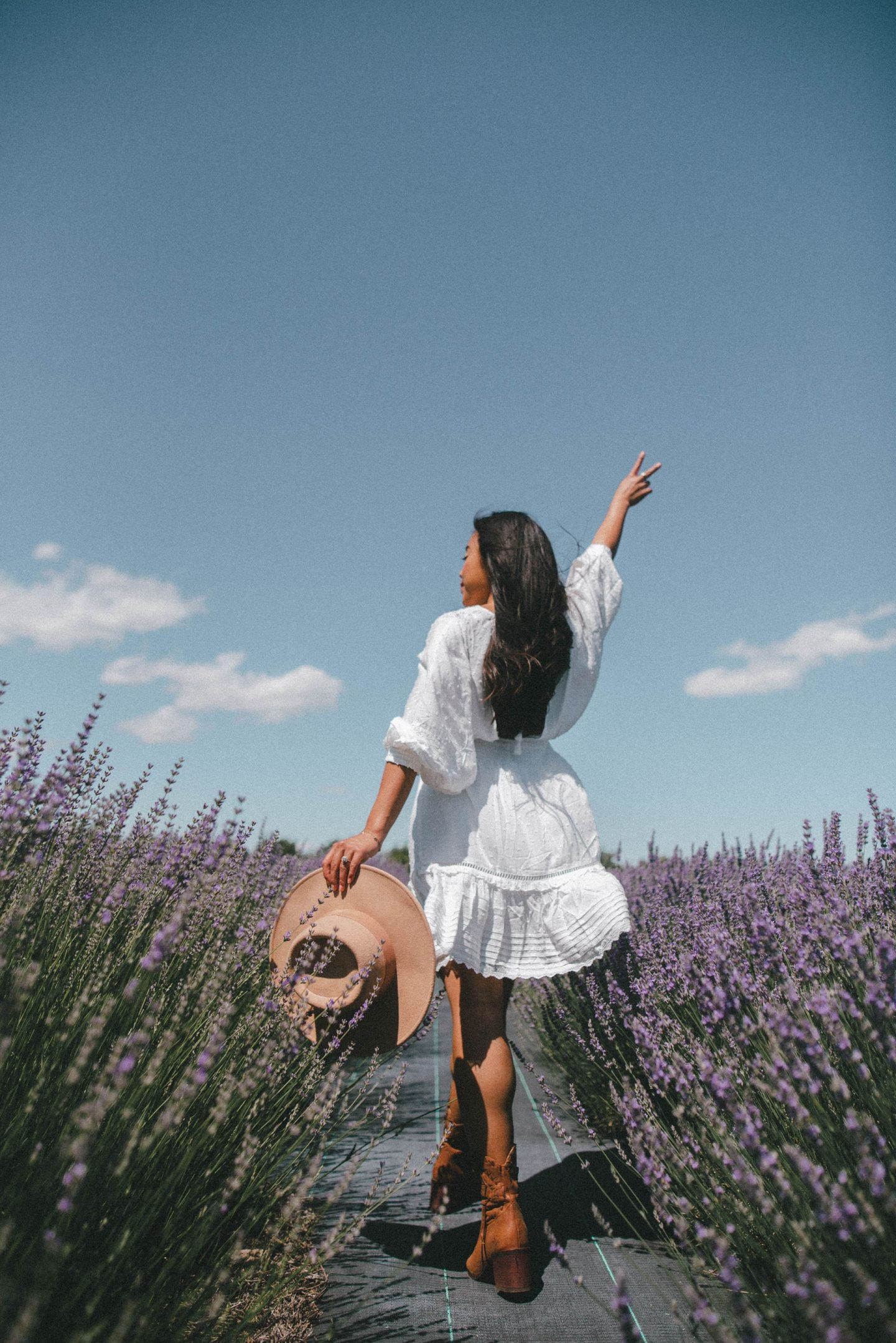 Lavender field aesthetic – lavender field photo shoot outfit – lavender field – lavender field dress – Emma's Edition – things to do in Eastern Washington – Explore Washington State - Seattle blogger – Eastern Washington – Quincy Washington - Seychelles Shoes