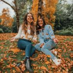 autumn photo ideas with your best friends - best friend photos - - friend Instagram posing ideas for fall - autumn photos with friends - copyright @emmasedition - www.emmasedition.com