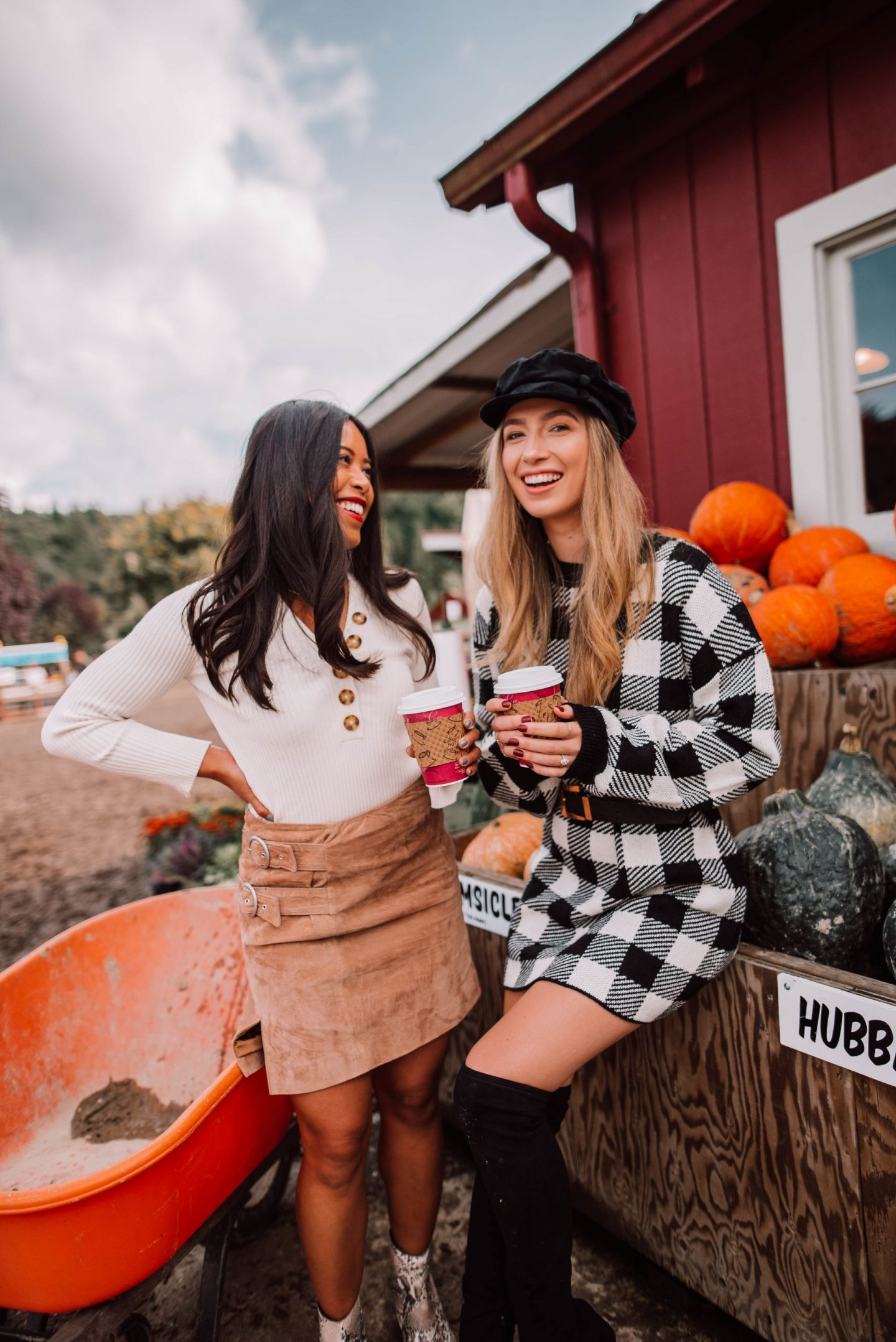 hot cider photo ideas - grab hot cider at the pumpkin patch - autumn photo ideas with your best friends - best friend photos - - friend Instagram posing ideas for fall - autumn photos with friends - copyright @emmasedition - www.emmasedition.com