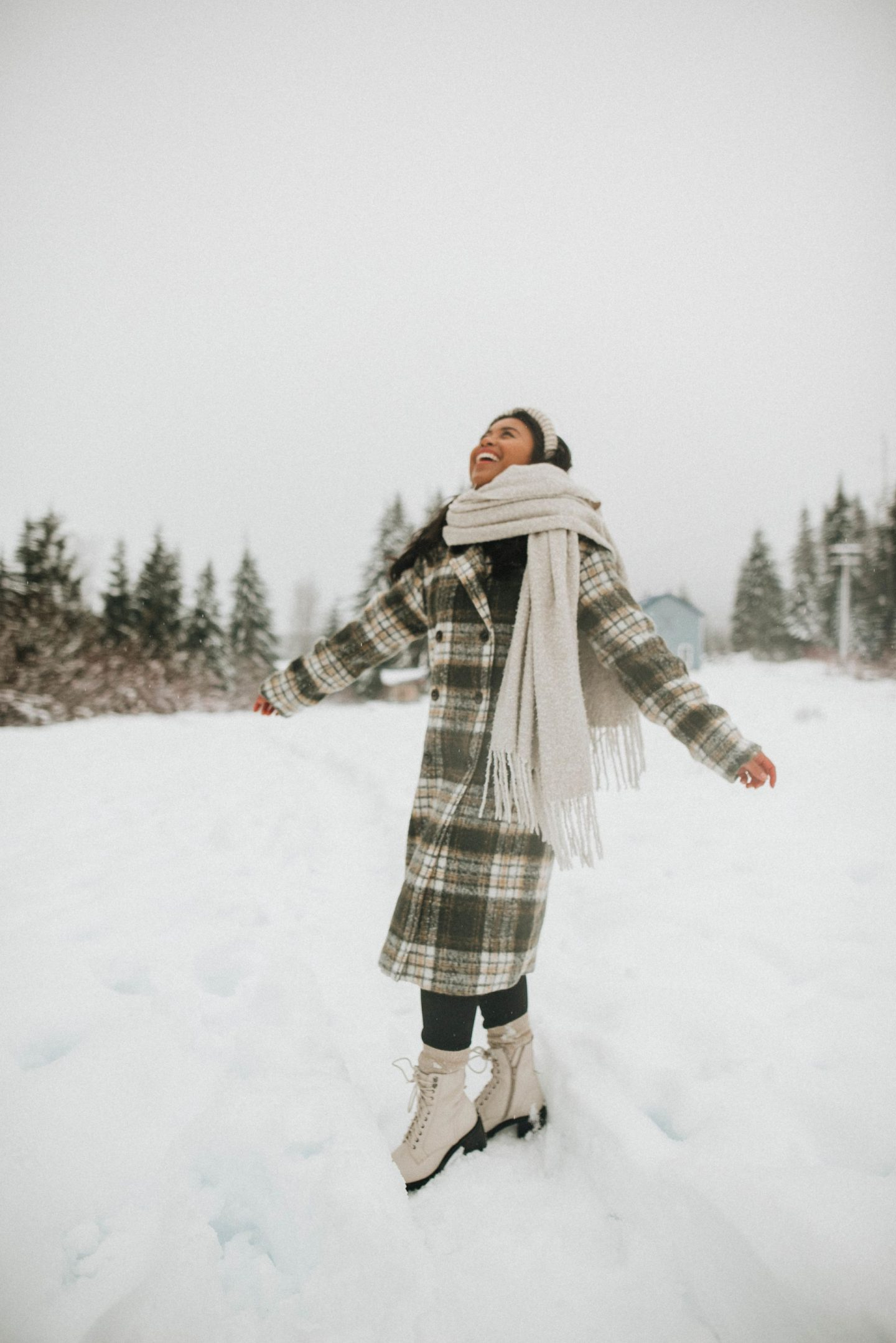 winter outfit ideas - taking blogging full-time - taking content creation full-time - Snoqualmie Pass - image from @emmasedition - www.emmasedition.com