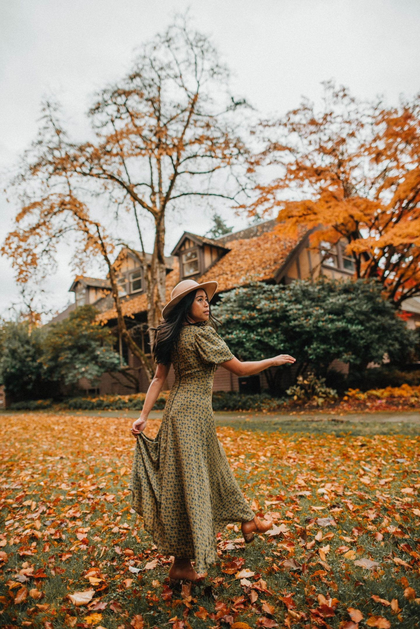 Engagement photo shoot locations around Seattle - Fall Season - image from www.emmasedition.com