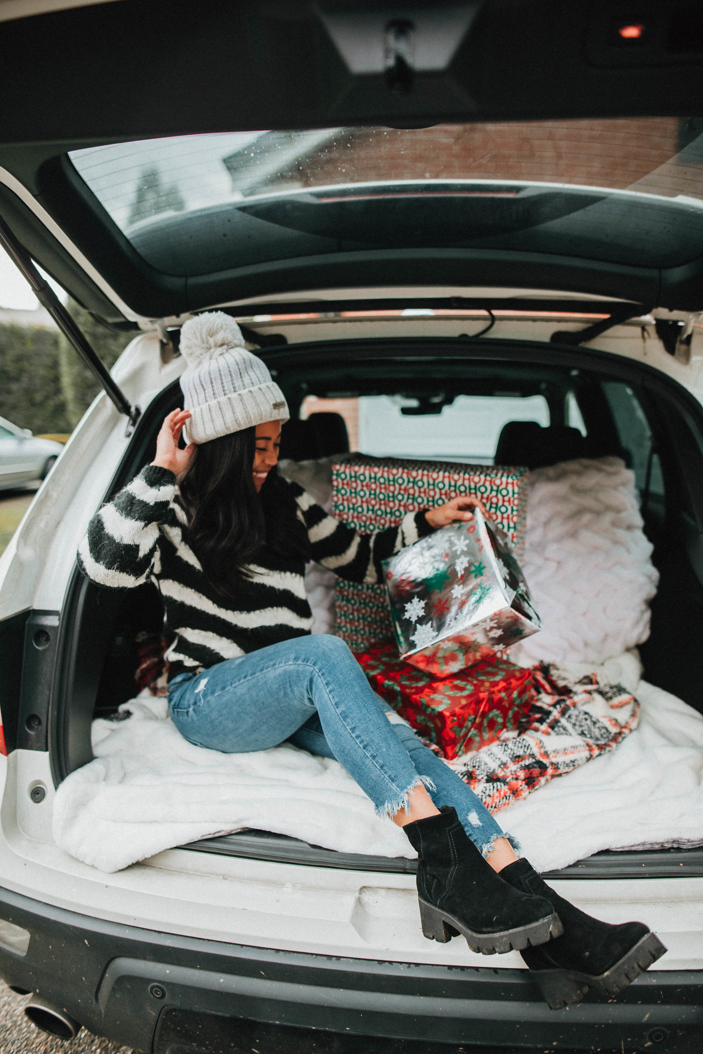 Sitting in the back of the SUV with christmas presents - winter outfits - holiday photo shoot ideas - Emma's Edition - image from www.emmasedition.com