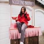 Valentine's Day posing ideas: kissing booth - kissing booth photo shoot ideas - Galentine's Day photo shoot ideas - Galentine's Day poses - Galentines Day celebration - image from www.emmasedition.com - copyright @emmasedition