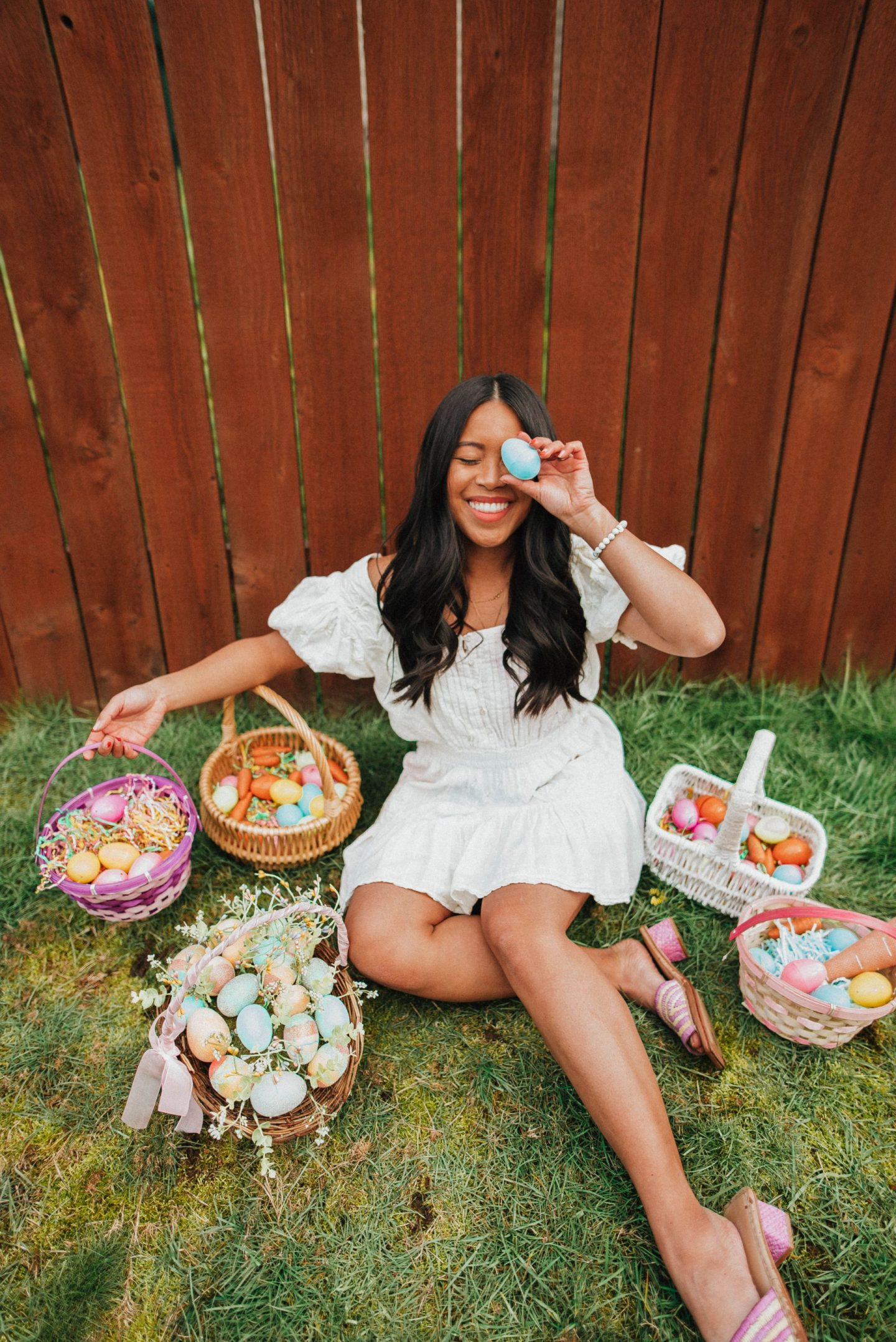 Cover one eye with an Easter egg - Easter posing ideas - Easter baskets - Easter egg hunt - Easter photo shoot ideas - Easter dresses - Easter outfits - image from www.emmasedition - copyright @emmasedition