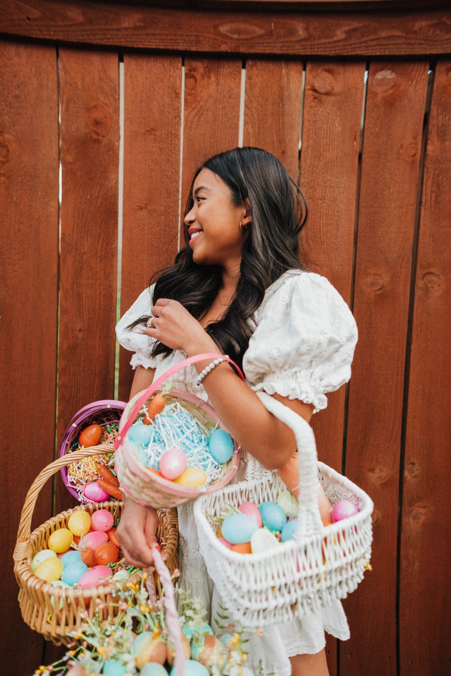 Easter posing ideas - Easter baskets - Easter egg hunt - Easter photo shoot ideas - Easter dresses - Easter outfits - image from www.emmasedition - copyright @emmasedition