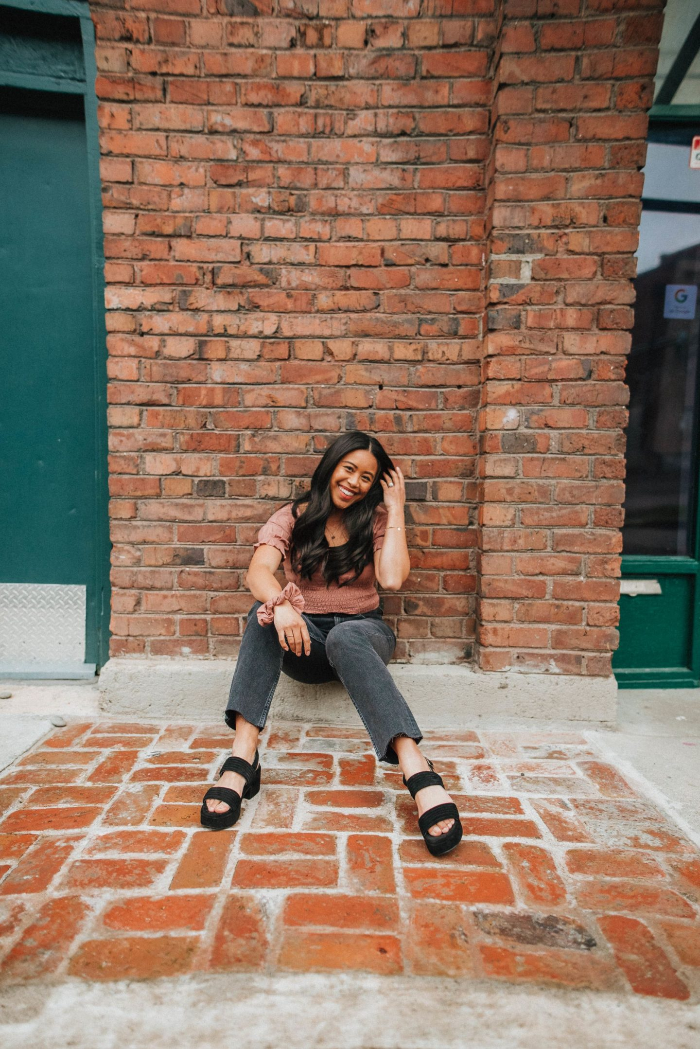 Spring outfits for women - platform sandals outfits women - 2021 platform sandal - 2021 sandal trends - sandals 2021 trends springtime - image from www.emmasedition.com - copyright @emmasedition