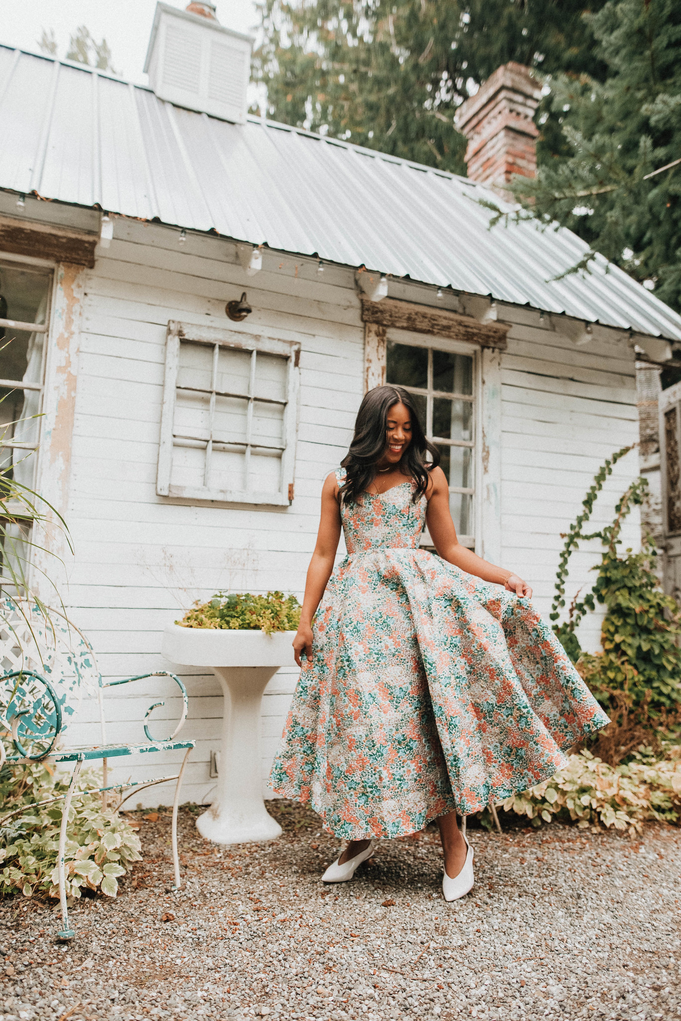 Little White House in West Seattle - Engagement photo shoot ideas - image from www.emmasedition.com