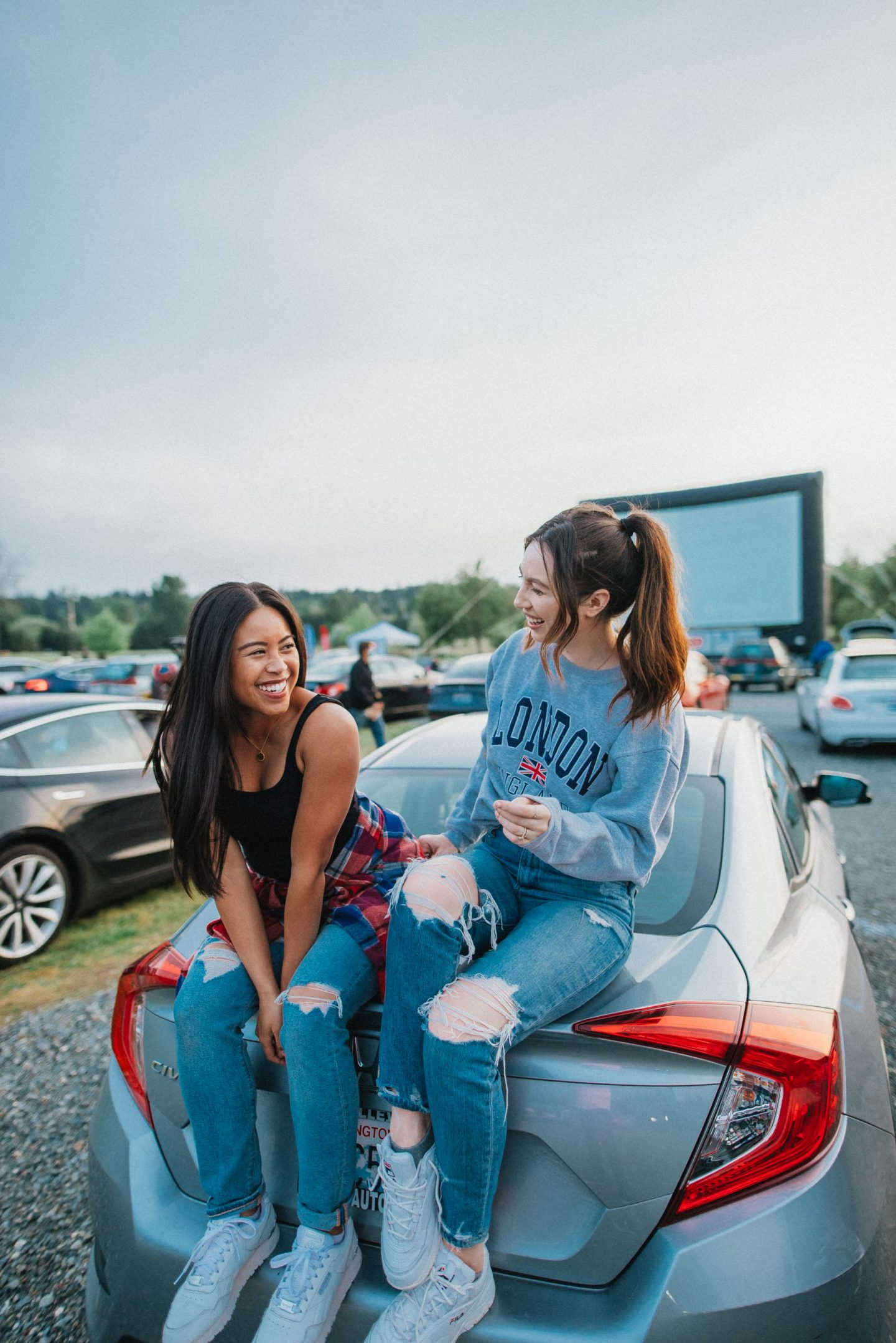 summer posing ideas with your BFF - best friend photo shoot ideas - summer photo shoots - drive-in movie theater - image copyright @emmasedition - www.emmasedition.com