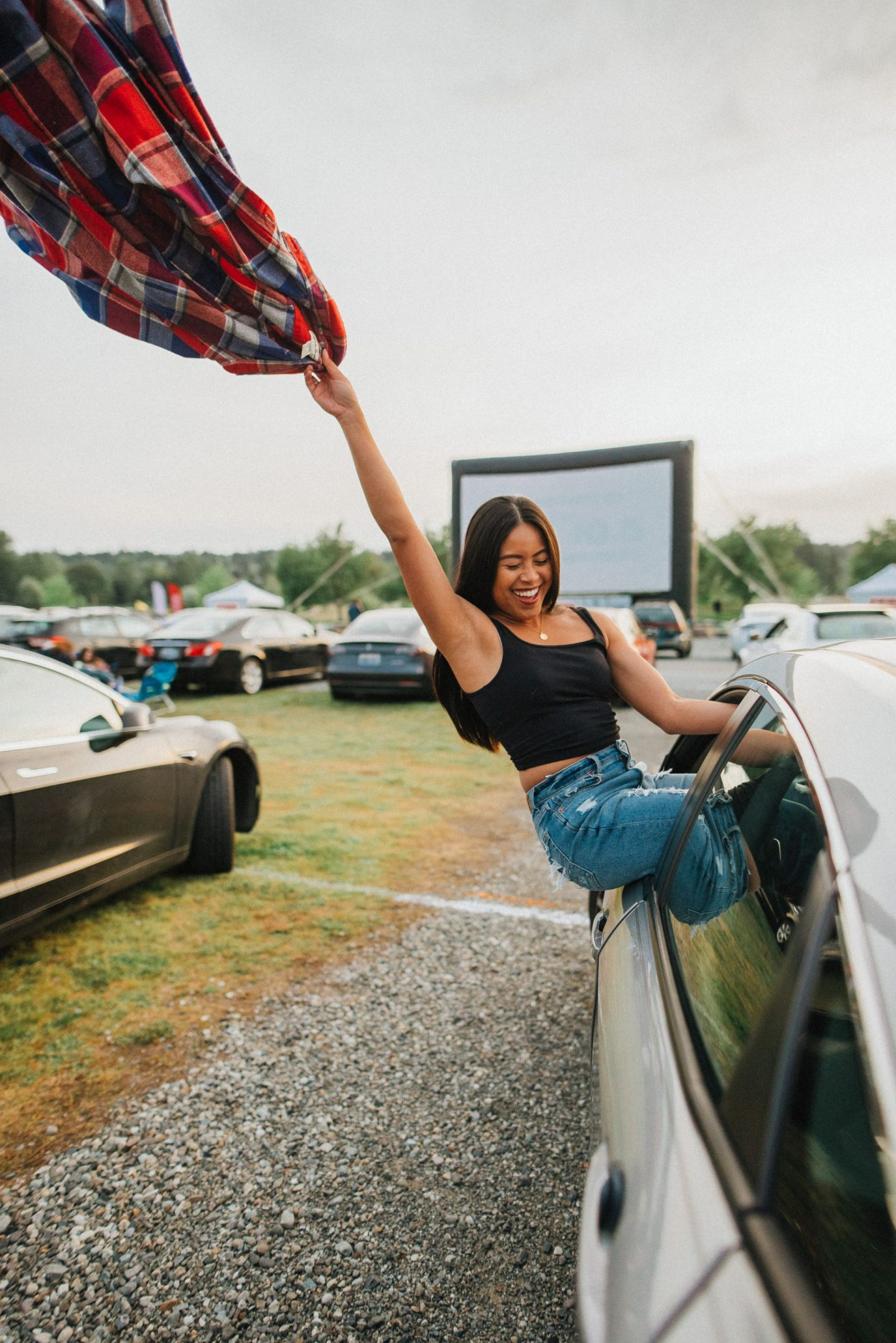summer activities with your BFF - best friend photo shoot ideas - summer photo shoots - drive-in movie theater - image copyright @emmasedition - www.emmasedition.com