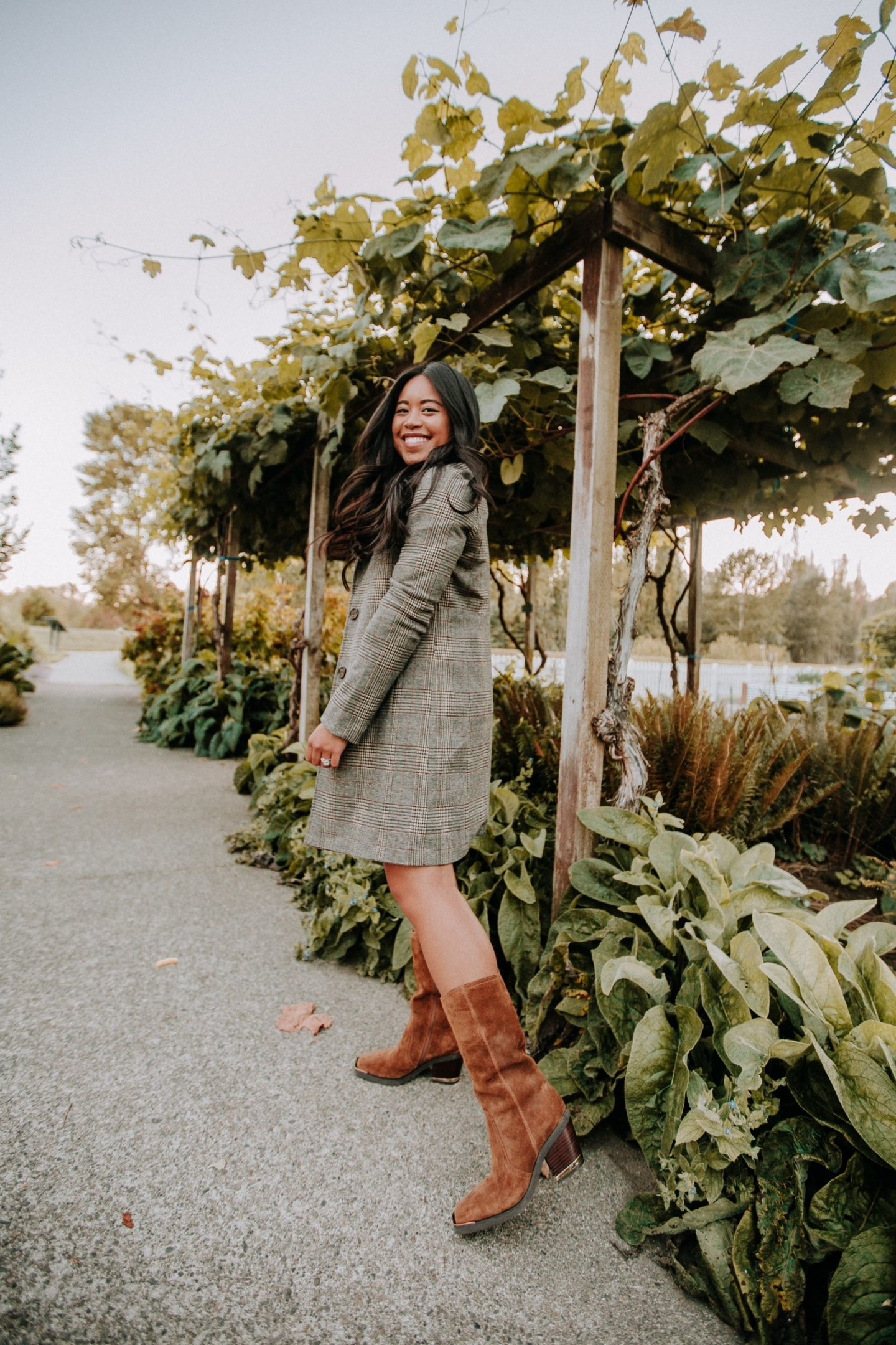 Blazer outfit ideas - Monochromatic Brown look for fall - western boots - fall outfit ideas for women - Emma's Edition